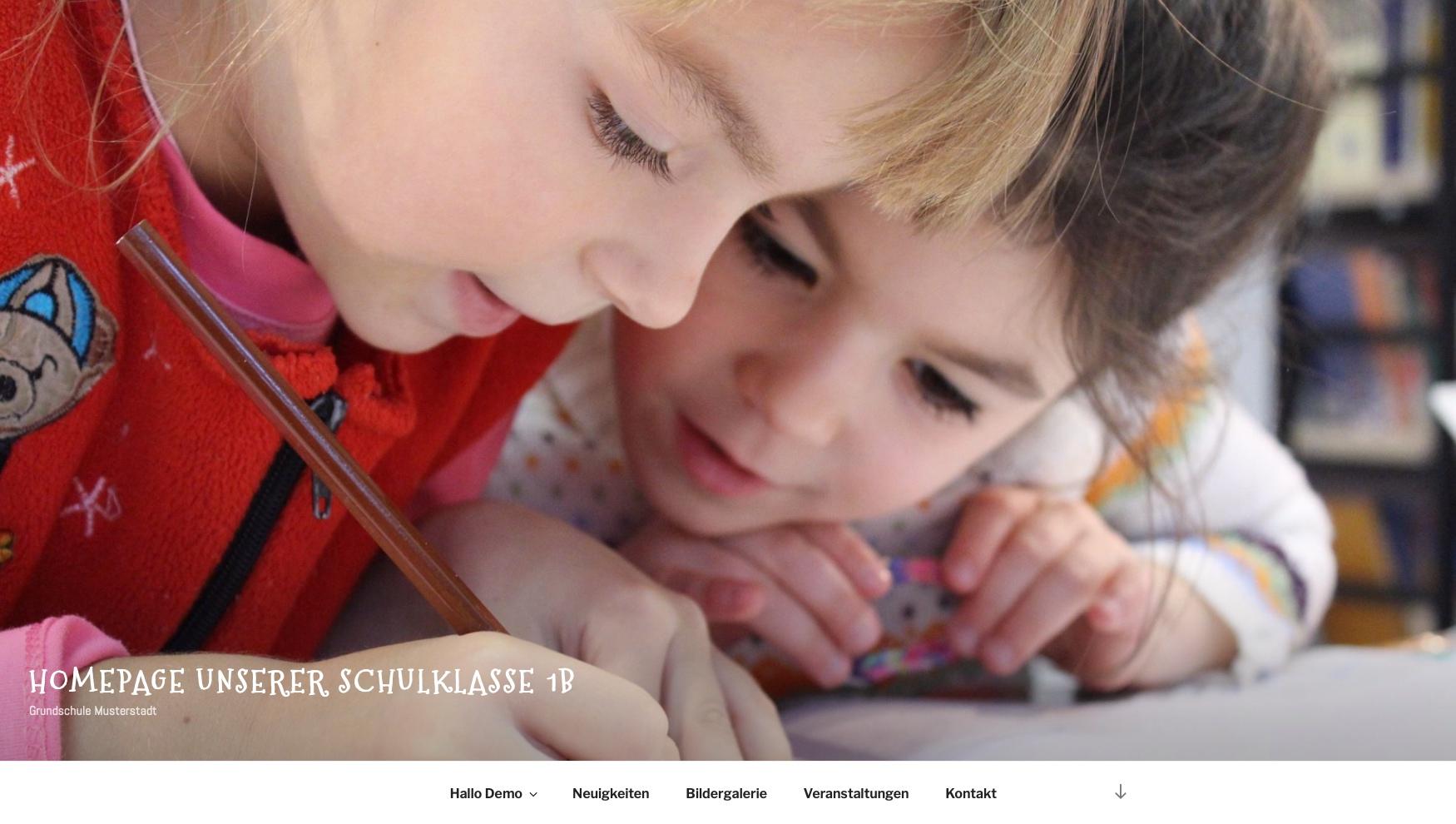 Klassenhomepage für Schulklassen - Startseite mit großem Bildheader und Menü © 2019 Web-Kreativ WordPress Webdesign Manufaktur